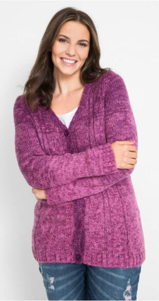 Kötött pulóver gombokkal a teljesebb formákért