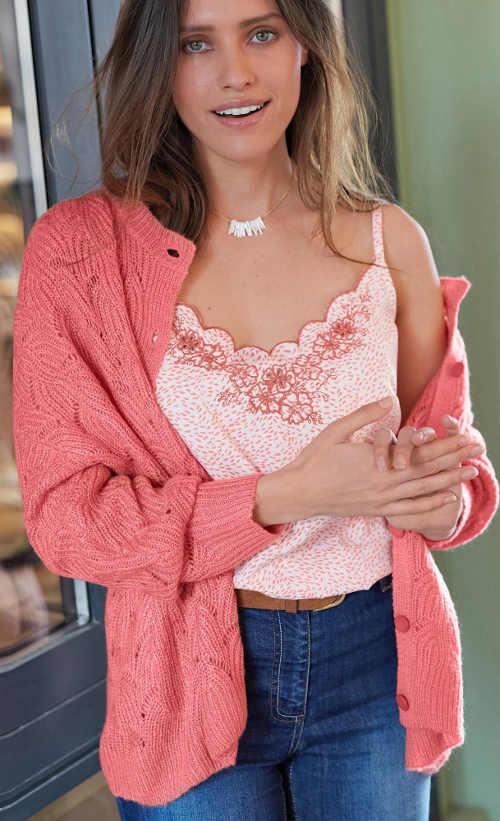 Kötött női pulóver gombokkal